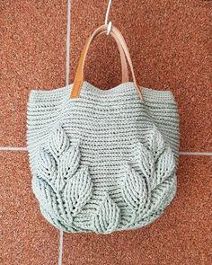 Antes e depois de corte de cabelo: uma incrível transformação ⋆ De Frente Para O Mar Bag Crochet, Crochet Clutch, Crochet Quilt, Crochet Handbags, Crochet Purses, Crochet Stitches, Crochet Patterns, Free Crochet, Knitted Bags