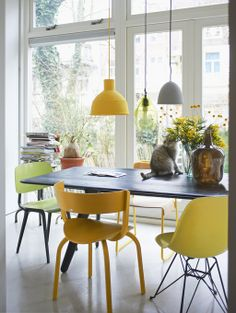 Styling: Fietje Bruijn | Photographer: Dennis Brandsma vtwonen mei 2012 #vtwonen #magazine #interior #diningroom #yellow #table #chairs #Thonet #Eames #lamp #Muuto