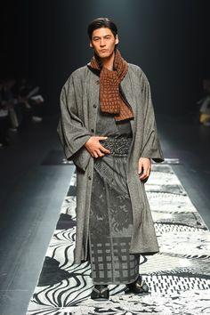 ジョウタロウ サイトウ2016AW コレクション Gallery53 More Japanese Costume, Japanese Kimono, Kimono Outfit, Kimono Fashion, Tokyo Fashion, India Fashion, Street Fashion, Male Kimono, Men's Kimono