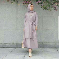 Jb CAREY TUNIK VG001 ( tali nyatu ) Harga 88.000 Bahan balotelly Ukuran all size fit to L   Informasi dan pemesanan hubungi kami SMS/WA +628129936504 atau www.ummigallery.com  Happy shopping   #jilbab Batik Fashion, Abaya Fashion, Muslim Fashion, Modest Fashion, Fashion Dresses, Dress Outfits, Hijab Casual, Hijab Chic, Abaya Mode