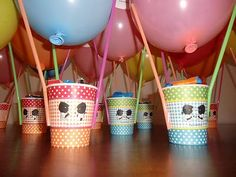 luchtballon. Beker, rietjes, ballon en het bakje valt te vullen met eigen ideeën.