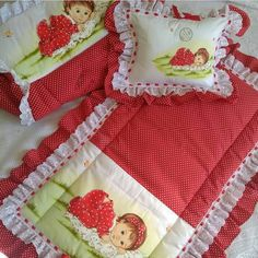 Owl Baby Quilts, Girls Quilts, Bed Cover Design, Baby Shoes Pattern, Baby Shower Photos, Baby Sewing Projects, Baby Bedding Sets, Baby Education, Bedding Collections