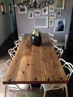 Ook al is je keuken niet zo groot wij bedachten een stoere steigerhouten bartafel met ruimte - Oude tafel en moderne stoelen ...