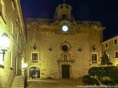 Plaza del Obispo Campins, Santuario de Lluc #Mallorca