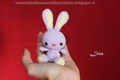 Amigurumi de ganchillo llavero conejo por FantasiediLisa en Etsy
