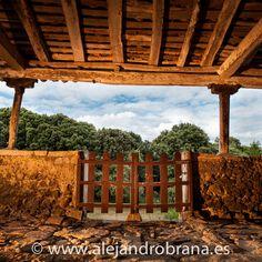 Muchas ermitas se levantaron en esos entornos únicos, como la de San Emeterio, en #Ribadedeva. Si tienes curiosidad por saber cómo está hecha la foto, puedes verlo aquí. #Asturias