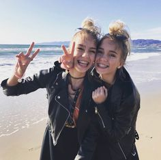 Lisa and Lena ♡ Bff Goals, Best Friend Goals, Girly Pictures, Friend Pictures, Beach Friends, Friends In Love, Ft Tumblr, Lisa Or Lena, Chill Outfits