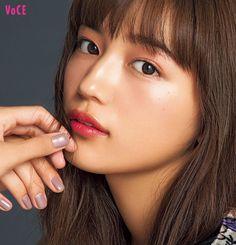 ベストコスメを使って、人気ヘアメイクが旬の美女をもっとキレイに! 今年らしいトレンドをちりばめたメイクは、どれも必見。プロならではの使いこなしテクが、美女たちを輝かせる。 Beautiful Person, Beautiful Asian Women, Japanese Beauty, Asian Beauty, Prity Girl, Japan Model, Asian Eyes, Beauty Around The World, Asian Makeup
