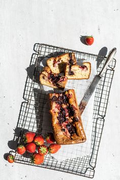 Yoghurt aardbeiencake Go For It, Grill Pan, French Toast, Grilling, Tasty, Sweets, Snacks, Breakfast, Cake