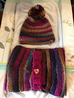 Chunky cowl and bobble hat set