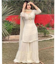 Pakistani Party Wear Dresses, Simple Pakistani Dresses, Designer Party Wear Dresses, Pakistani Dress Design, Pakistani Outfits, Indian Fashion Dresses, Indian Bridal Outfits, Dress Indian Style, Indian Designer Outfits