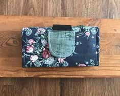 Your place to buy and sell all things handmade Diy Cash Envelope Wallet, Cash Envelope System, Cash Envelopes, Paper Envelopes, Dave Ramsey Envelope System, Clutch Wallet, Pouch, Cute Wallets, Floral Clutches