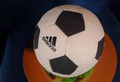 Feketeerdő torta foci formában Soccer Ball, Cake, European Football, Kuchen, European Soccer, Soccer, Torte, Cookies, Cheeseburger Paradise Pie