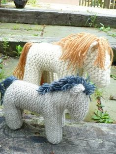 This is a fabulous knit horse with a wakeful spine that third graders can do in Waldorf schools. Its a great project with counting /divi...