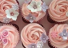 HOME - Pretty Witty Cakes - Food: Cupcakes - HOME - Pretty Witty Cakes Simple, girly summer flower cupcakes Cupcakes Design, Cake Designs, Cupcakes Flores, Mothers Day Cupcakes, Cupcakes Decorados, Pretty Cupcakes, Simple Cupcakes, Elegant Cupcakes, Fondant Flowers