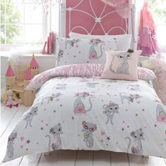 Girls' bedding with a hint of pink and a cute motif sports a stylish look | Modern Interior Design & Furniture – Decoist