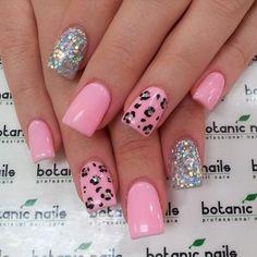 glitter pink and leopard, unas en piel de leopardo en rosado y plateado