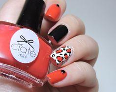 Leopard accent nail - Barry M Black - Ciaté Encore! - Studs - leopard nails - nailart - mix & match - skittlette