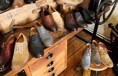 Ok Jungs, seien wir ehrlich: Der Frühling ist da und es wird Zeit für ein Upgrade in Eurem Schuhschrank. Desert Boots oder klassische Derbies, bei Zeha findet Ihr Schuhe für die neue Saison.