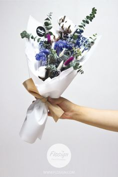 FROZEN WHITE BOUQUET. DRY FLOWER