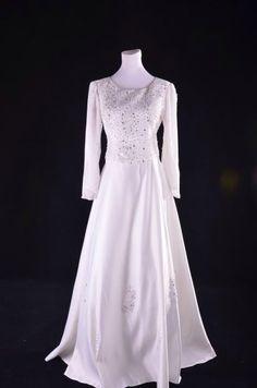 Baju Sanding Kebaya, White Dress, Gowns, Bride, Wedding Dresses, Wedding Ideas, Fashion, Woman Dresses, Women
