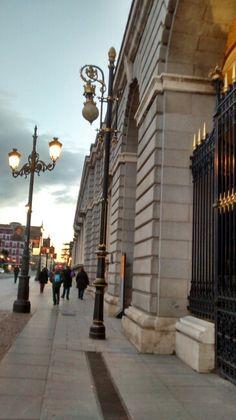 Iluminação externa do Palácio Real/ Madrid