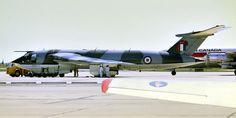 Toronto Malton 1968 - RAF Handley Page Victor V-bomber. Military Jets, Military Aircraft, Air Fighter, Fighter Jets, Vickers Valiant, Handley Page Victor, V Force, Avro Vulcan, Aircraft Parts