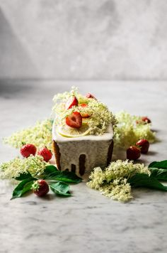 This simple lemon elderflower cake is made with olive oil and nondairy milk for an easy vegan option, with an optional coconut cream glaze. Loaf Cake, Elderflower, Vegan Options, Strawberry Recipes, Coconut Cream, Egg Recipes, Cupcake Cakes, Cupcakes, Sweet Tooth