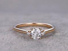 Moissanite Diamond Engagement Rings Yellow Gold 14k/18k 0.5 Carat 3 Stones Promise Ring Promise Rings Accéder au site pour information https://storelatina.com/ #bag #змовін #انگ #Nişan