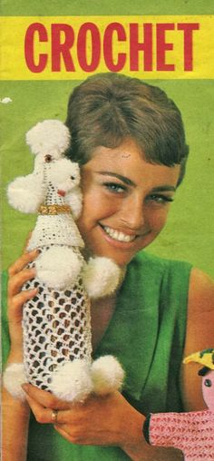 I love almost anything in the shape of a poodle and considering my increasing lack of space, a useful poodle is even better. This poodle. Vintage Knitting, Vintage Wool, Kitsch, Crochet Stitches, Knit Crochet, Foto One, Bottle Cover, Yarn Bombing, Oui Oui