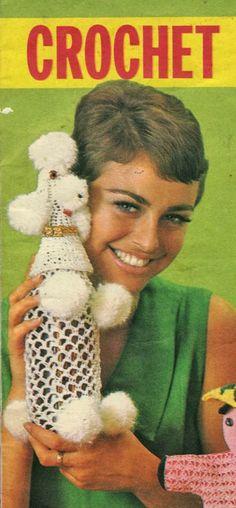 OMG los 70 fueron a tope en el mundo del ganchillo.. Esta funda de caniche para botella de licor es una muestra...