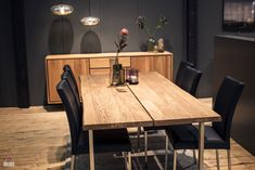 The first few months of 2017 have seen wood emerge as the big winner when it comes to home design and decorating. Inclination of homeowners and designers t