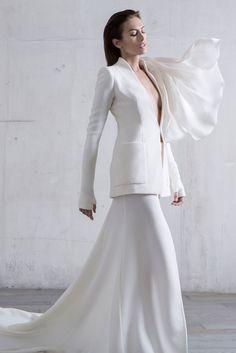 Tailleur veste à col flottant et jupe longue en crêpe de laine et gazar blanc