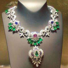 This should set your heart racing this morning! Van Cleef&Arpels Acapulco…