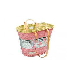 Capazo mediano rosa franja T&V plata Hecho a mano. Medidas aproximadas 53 cm x 30 cm.