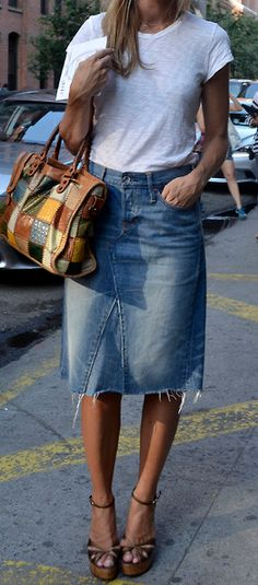 A top look from yesterday at Says one of our Stephanie Sol Sommer Denim Fashion, Look Fashion, Fashion Outfits, Womens Fashion, Fashion Trends, Casual Work Outfits, Mode Outfits, Denim Skirt Outfits, Denim Pencil Skirt Outfit