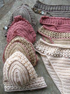 Si tratta di un classico bikini set con stringhe di stabile e un po più copertu… This is a classic bikini set with stable strings and a little more coverage on the top. Motif Bikini Crochet, Bikinis Crochet, Crochet Bikini Bottoms, Crochet Crop Top, Vintage Bikini, Crochet Stitches, Knit Crochet, Crochet Patterns, Crochet Projects