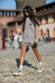 Here are 22 street style-approved miniskirt outfit ideas to keep yours looking fresh all spring and summer. Here are 22 street style-approved outfit ideas for keeping that miniskirt looking fresh all spring and summer. Street Style Trends, Milan Fashion Week Street Style, Look Street Style, Milano Fashion Week, Spring Street Style, Street Styles, Athleisure Trend, Sweat Vintage, Fashion Trends 2018