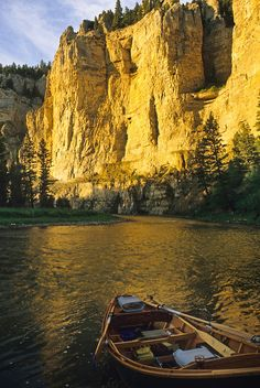 By permit only, and a true river adventure. 4 days completely out of civilization, blue ribbon trout fishing, and a variation of Montana scenery that will blow you away. This would be perfect for my hubby who's a fishing fanatic! Trout Fishing, Fly Fishing, Places To Travel, Places To See, Destinations, Big Sky Country, Kayaking, Canoeing, Beautiful Places