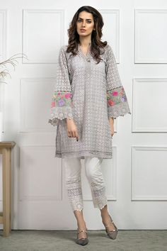 This chikan shirt with embroidered sleeves is a definite summer staple. Its chic and comfortable at the same time. Kurti Neck Designs, Dress Neck Designs, Stylish Dress Designs, Kurta Designs Women, Kurti Designs Party Wear, Stylish Dresses, Casual Dresses, Simple Pakistani Dresses, Pakistani Fashion Casual