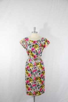 Vintage 1960s Dress  Wildly Bright - So much fun! I would totally wear this during the summer.