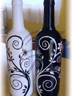 Wine Bottle Crafts Bottle Art Chalk Bottle Bottle Painting Glass Painting D Liquor Bottle Crafts, Wine Bottle Art, Diy Bottle, Bottle Lamps, Liquor Bottles, Beer Bottle, Vodka Bottle, Painted Glass Bottles, Decorated Bottles