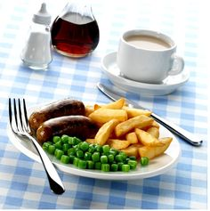 Square peas with your sausage and chips? Sausage And Chips, Fruit, Drinks, Food, Drinking, Beverages, Essen, Drink, Meals