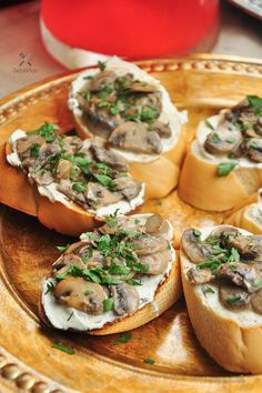 Mushrooms cooked with white wine and cream, then topped onto warm toast spread with garlicky cream cheese. Creamed mushroom toast for the win! Cream Cheese Spreads, Cream Cheese Recipes, Creamed Mushrooms, Stuffed Mushrooms, 15 Min Meals, Mushroom Toast, Cooking With White Wine, Cheese Toast, Homemade Butter