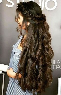 How to grow natural hair fast and healthy? Hair is very important for our looks and self-image. Act today and regrow your new stronger hair with us! Wedding Hairstyles For Long Hair, Elegant Hairstyles, Braided Hairstyles, 5 Minute Hairstyles, Easy Hairstyles For School, Graduation Hairstyles, Pakistani Bridal Hairstyles, Easy Hairstyles For Medium Hair, Easy Hairstyles For Long Hair