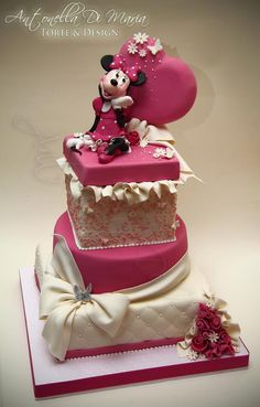 Minnie Mouse #Cake Looking spectacular! Gorgeous cake, we totally love and had to share! #CakeDecorating Ideas and Inspiration