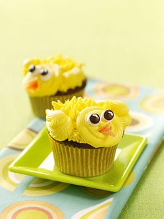Chirpy Chick Cupcakes http://thecupcakedailyblog.com/
