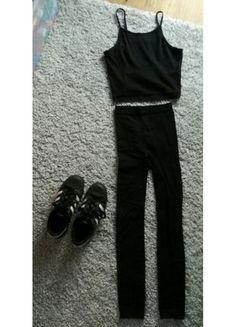 Kup mój przedmiot na #vintedpl http://www.vinted.pl/damska-odziez/legginsy/16118480-cieple-przylegajace-czarne-leginsy-wysokie