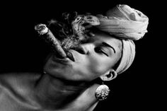A la Cubana. I was inspirend by an Abro Brazilian very popular in Brazil. It is called Umbanda - Marta Azevedo Cigars And Women, Women Smoking Cigars, Cigar Smoking, Cuban Cigars, Cigars And Whiskey, Black And White Portraits, Black And White Photography, Cigar Art, Photography Basics