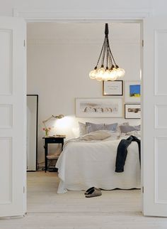 all white bedroom bedroom decor Etagère encastrée - by The Socialite Family bedrooms Simple beautiful white modern Scandinavian bedroom ~by . Dream Bedroom, Home Bedroom, Bedroom Decor, Design Bedroom, Modern Bedroom, Bedroom Lamps, Bedroom Chandeliers, Bedroom Ideas, Bedroom Inspiration